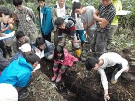土壌調査は力持ちが班にいると助かります