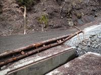 谷水越流対策の木組み