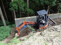 ミニ油圧ショベルで不良土壌の除去